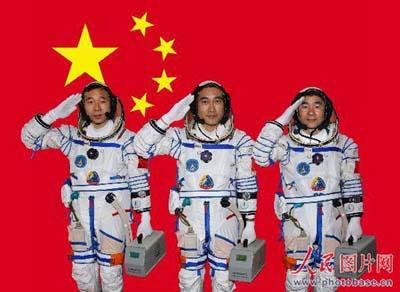tri-kosmonavta