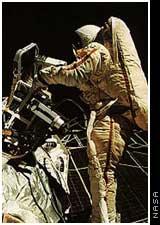Первый выход женщины-космонавта в открытый космос